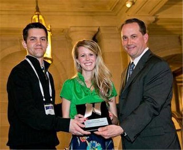 GMSS team holding an award